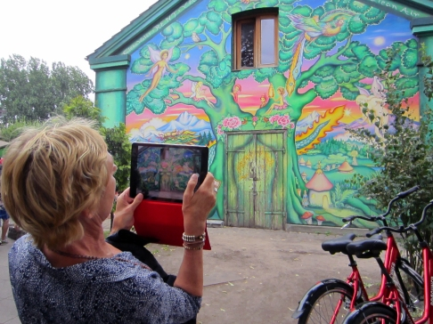 tablet-shot-streetart